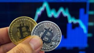 Le réseau reposait sur l'achat, en France, de coupons de cryptomonnaie, une monnaie virtuelle, les bitcoins qui échappent au contrôle des banques.