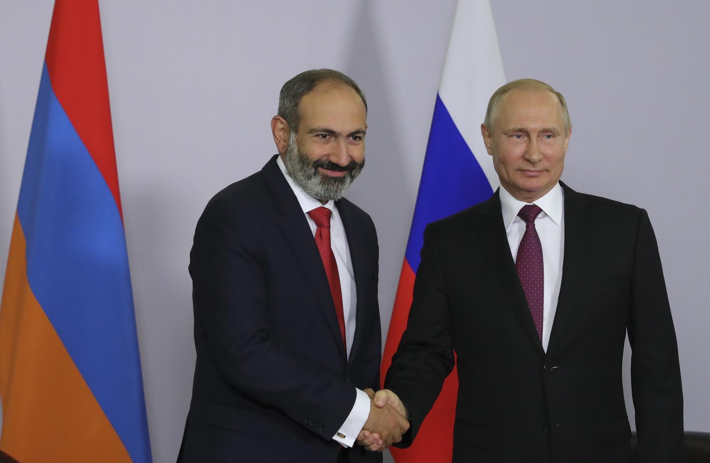 Никол Пашинян и Владимир Путин на встрече в Сочи, 14 мая 2018.