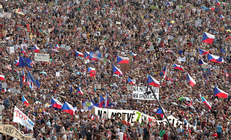 Selon les organisateurs, 250.000 personnes ont manifesté ce dimanche 23 juin à Prague.