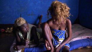 Émilie et Agou dans « Mbi na mo », documentaire de Rafiki Fariala (France, République centrafricaine), sélectionné au Festival international du documentaire (Fipadoc) à Biarritz.