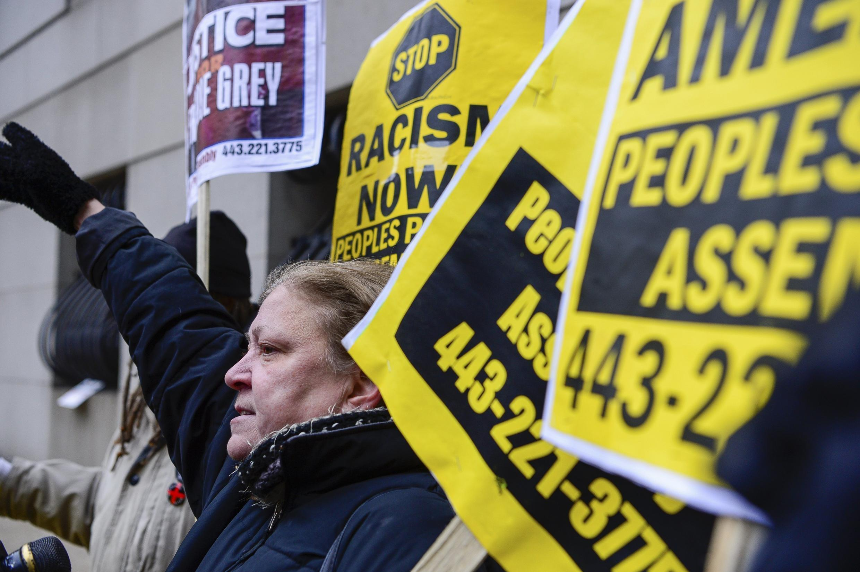 Protestos marcaram primeiro dia do processo da morte de Freddie Gray, em Baltimore.