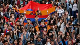 Манифестация в Ереване, 29 апреля 2018.
