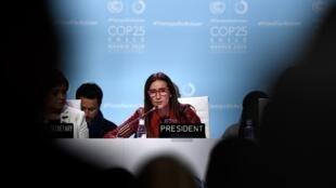 La ministre chilienne de l'Environnement et présidente de la COP25, Carolina Schmidt, s'apprête à clôturer la décevante réunion de Madrid, ce 15 décembre 2019.