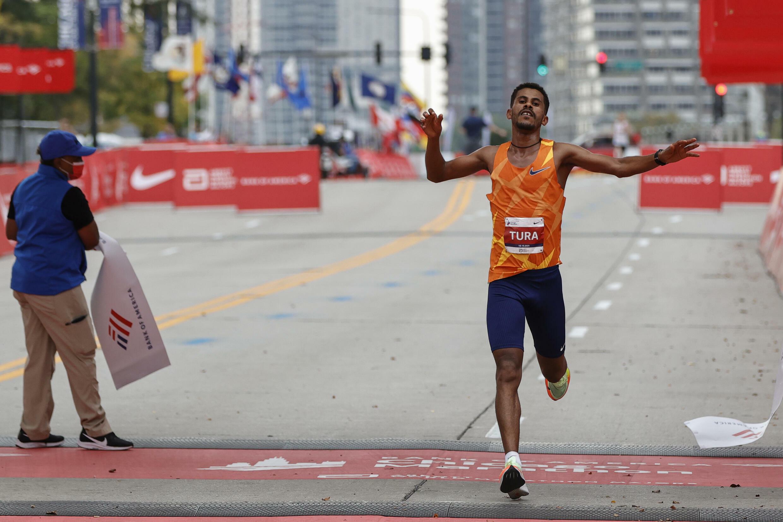 Seifu Tura Abdiwak s'impose dans le marathon de Chicago, le 10 octobre 2021
