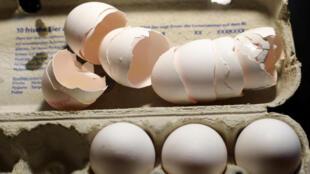 Mesmo após o escândalo, jornal francês escreve que 250 mil ovos contaminados foram vendidos por supermercados da França na semana passada.