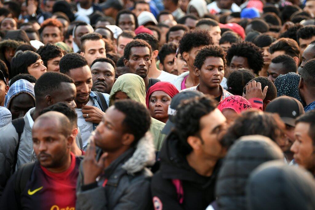 Migrantes na Porte de La Chapelle, no norte de Paris, em 7 de julho de 2017.