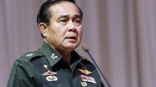 Tướng Prayout Chan-O-Cha phát biểu trong cuộc họp về ngân sách Thái Lan 2015, tại CLB Quân đội, Bangkok, ngày 13/06/2014