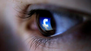 Como Facebook gera seus lucros milionários, e como você participa disso?
