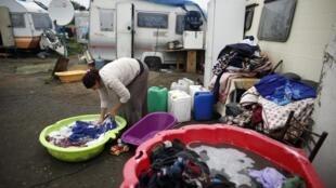 Нелегальный лагерь цыган в Триель-сюр-Сен под Парижем 18/10/2013
