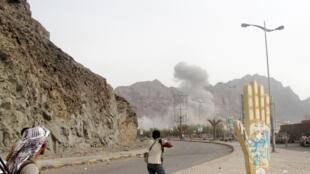 Au Yémen, la bataille pour contrôler la ville d'Aden se poursuit entre les forces gouvernementales et les rebelles houthis.