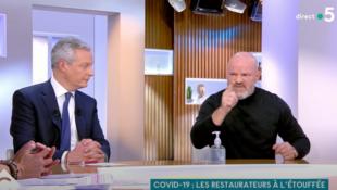 法國經濟部長勒梅爾與名廚耶舍貝斯辯論圖片