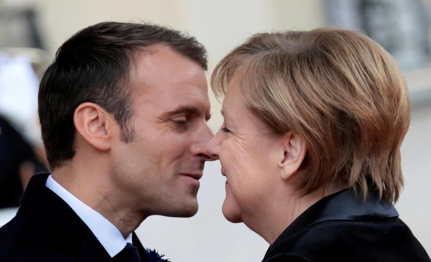Angela Merkel visita na tarde desta quinta Emmanuel Macron, no forte de Brégançon. O encontro pretende reforçar a imagem de harmonia e liderança entre os chefes europeus.