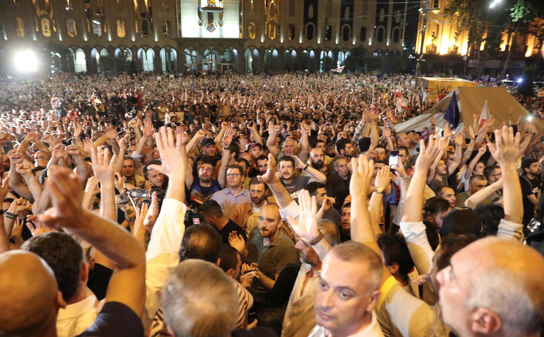 Митинг протеста в Тбилиси в ночь с 20 на 21 июня 2019