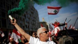 Manifestante nas ruas de Beirute  por ocasião do setagésimo sexto aniversário da independência do Líbano.22 de Novembro de 2019