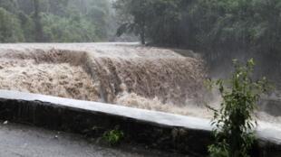Furacão Sandy chega à costa de Cuba.