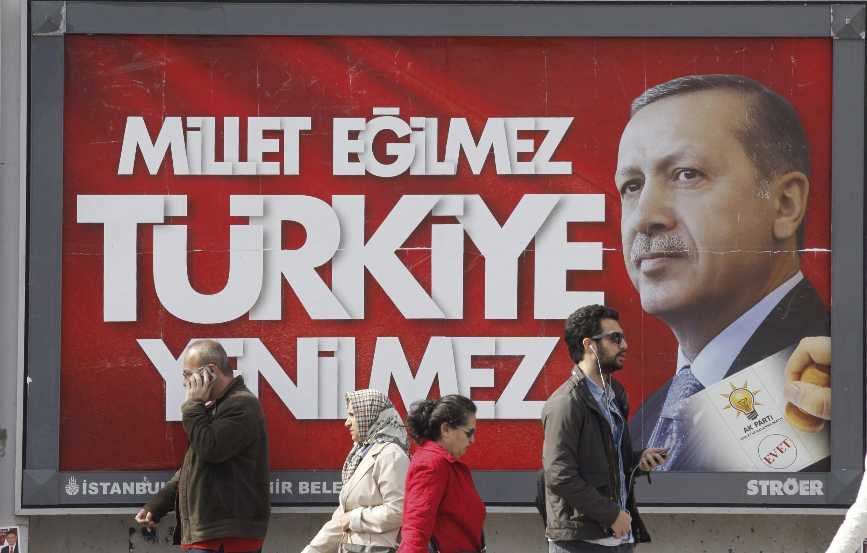 Предвыборный плакат партии ПСР премьера Эрдогана в Стамбуле 27 марта 2014.