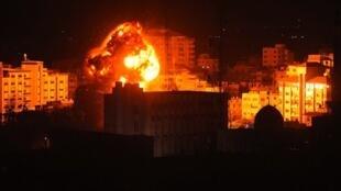 Jeshi la Israeli laendesha mashambulizi ya angani dhidi ya ngome za Hamas kufuatia shambulio la roketi karibu na mji wa Tel Aviv, lililowajeruhi Waisraeli saba.
