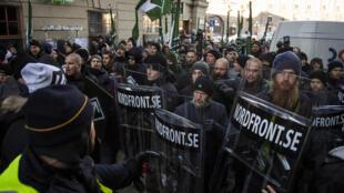 Une manifestation anti-migrants du Mouvement de la résistance nordique à Stockholm, le 12 novembre 2016.