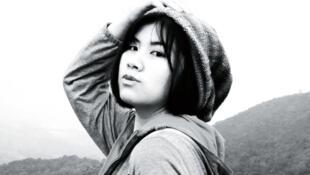 Détail de la couverture du premier roman de l'écrivaine et scénariste sud-coréenne Park Yeon-seon, « Été, quelque part, des cadavres ».  © Éditions Matin calme