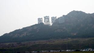 青岛占地面积166公顷的东方影都远眺。