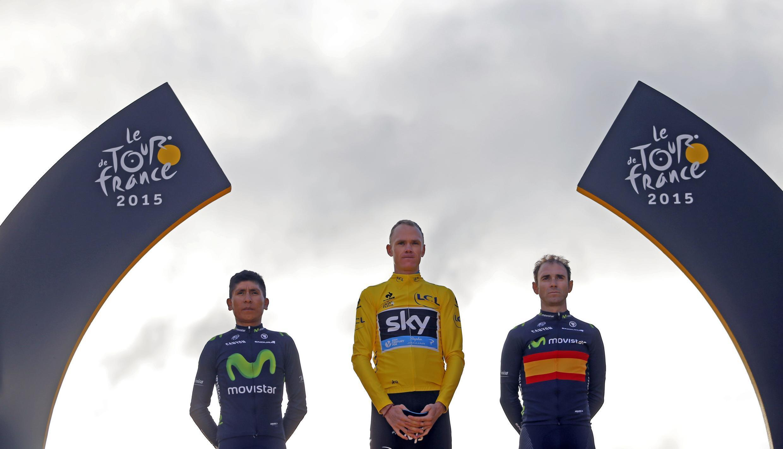 El podio del Tour de Francia, luego de la llegada a los Campos Elíseos, en París.