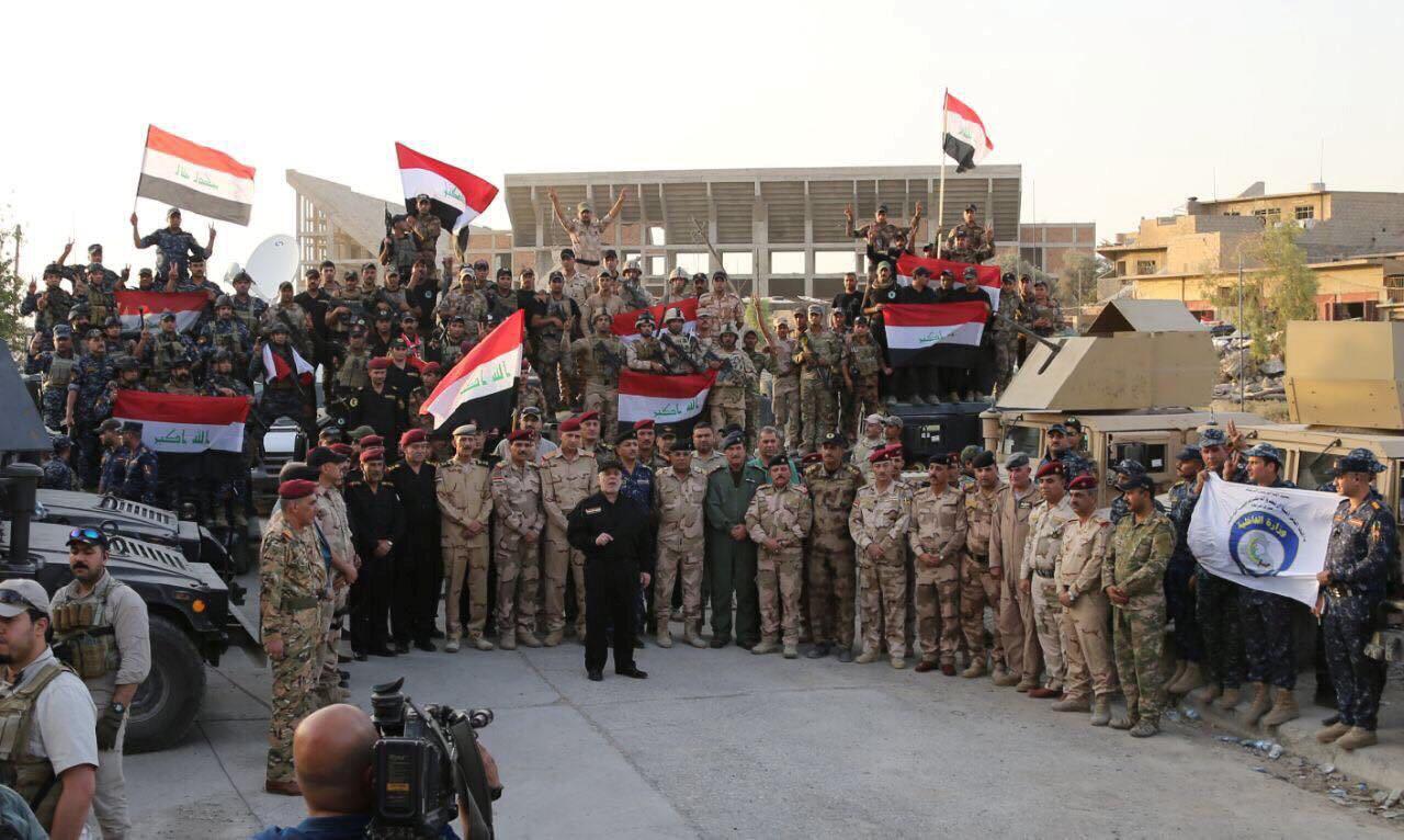 Friministan Iraqi Haidar al-Abadi tare da tawagar sojojin da suka fatataki ISIL a Mosul