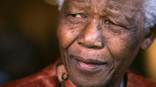 Photo d'archives de Nelson Mandela, lors de son retrait de la vie publique, en 2004.