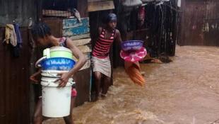 A Cruz Vermelha confirmou pelo menos 312 mortos em Serra Leoa, devido aos delizamentos de terra causados por fortes chuvas, em 14 de agosto de 2017.