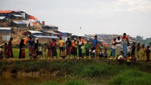 Waislamu kutoka jamii ya Rohingya katika kambi ya Cox' Bazar, Bangladesh.