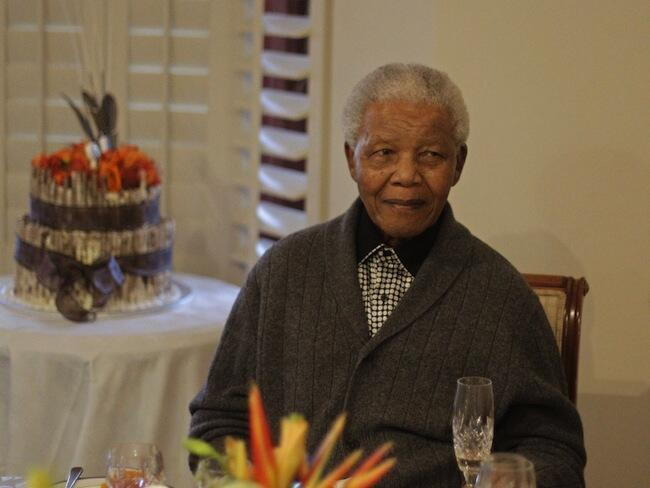 Officiellement, l'ancien président sud-africain Nelson Mandela, hospitalisé depuis le 8 juin dernier, reste dans un état critique mais stable.