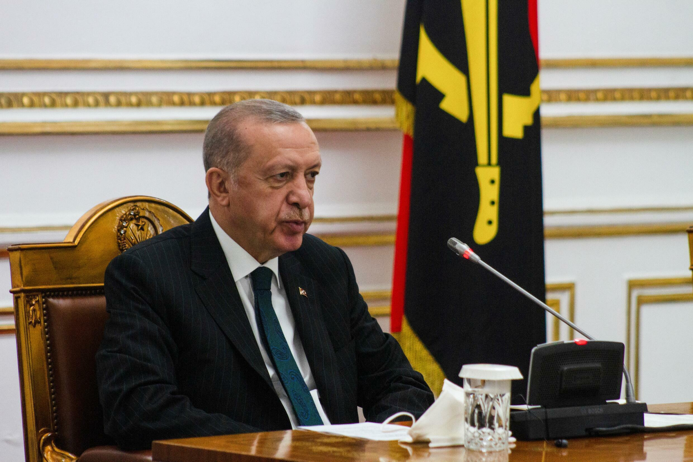 (ARCHIVO) El presidente turco Recep Tayyip Erdogan durante una visita oficial de Estado a Angola en el Palacio Presidencial de Luanda el 18 de octubre de 2021