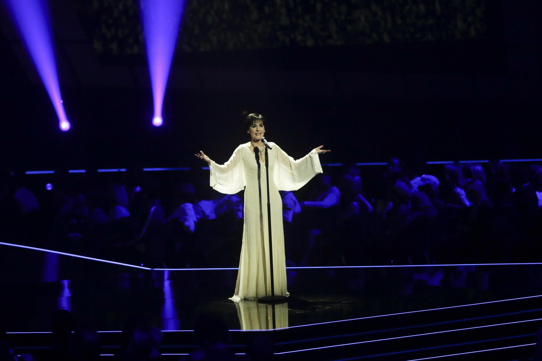 Enya, ca sĩ người Ailen biểu diễn tại lễ trao giải Echo Music tại Berlin, Đức, ngày 07/04/2016.