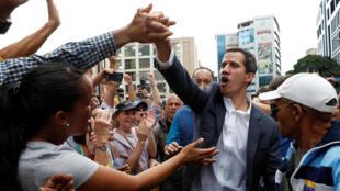 Спикер оппозиционного парламента Венесуэлы Хуан Гуайдо объявил себя исполняющим обязанности президента
