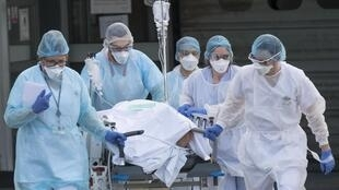 Mais de 83% dos leitos estão ocupados nas UTIS dos hospitais da região parisiense