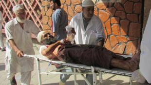 در انفجار انتحاری ننگرهار بیش از پنجاه نفر زخمی شدند
