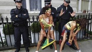 Mais de 5 mil policiais vigiaram de perto os foliões do carnaval caribenho na capital britânica.