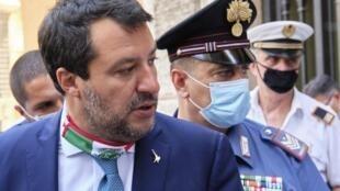 С Маттео Сальвини сняли депутатскую неприкосновенность по второму делу об отказе пустить мигрантов