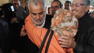 Abdelillah Benkirane, presidente do partido islâmico, comemora resultados.