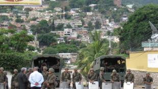 Le dispositif de sécurité autour de l'ambassade du Brésil à Tegucigalpa, où Manuel Zelaya a trouvé refuge. Septembre 2009.