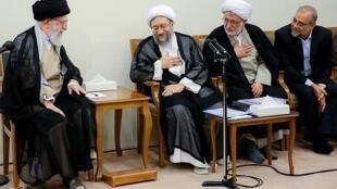 ملاقات علی خامنهای و رئیس و مسئولان قوۀ قضائیه چهارشنبه ششم تیر ماه ٩۷