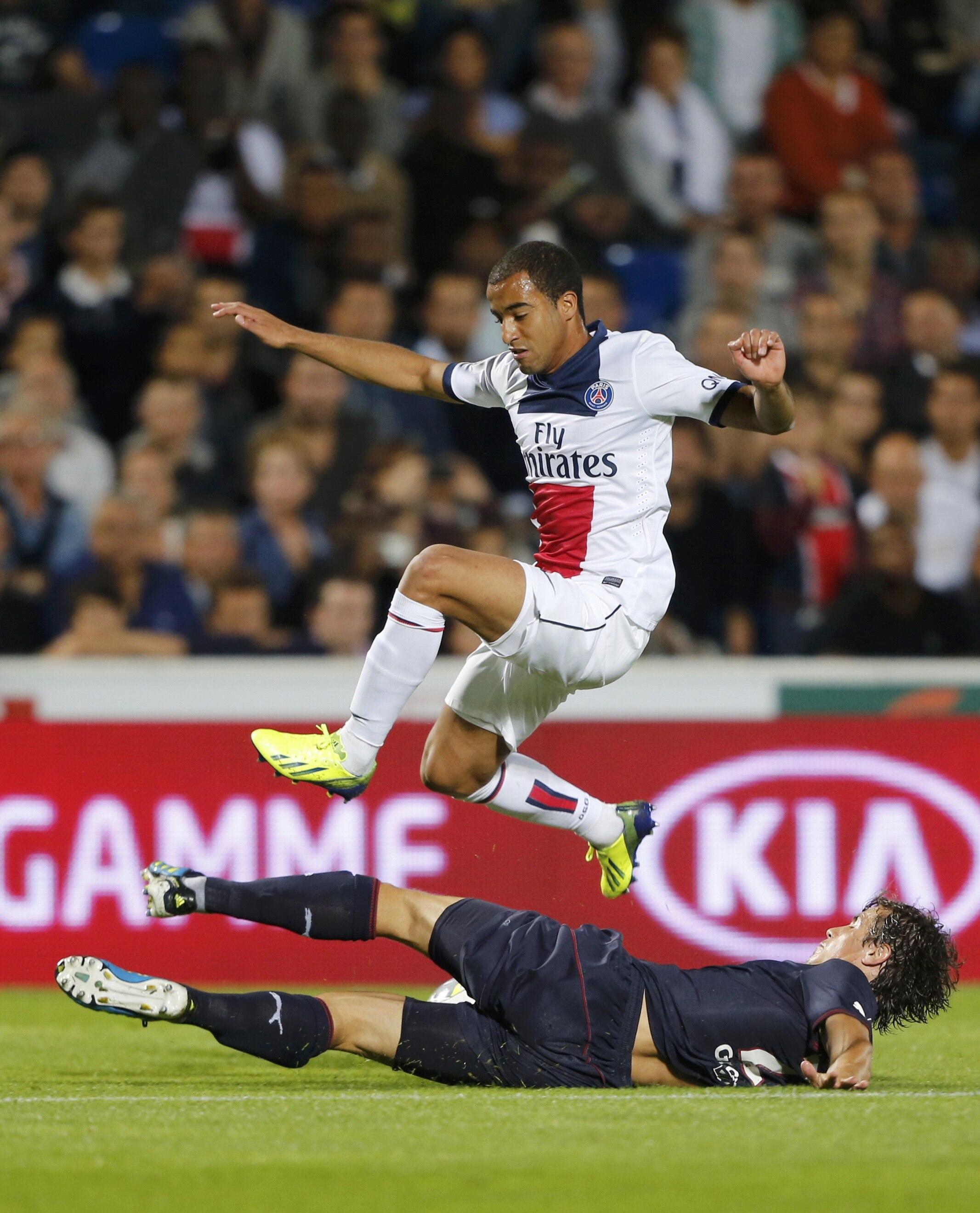 O jogador Lucas, durante partida entre o PSG e o Bordeaux pelo campeonato francês