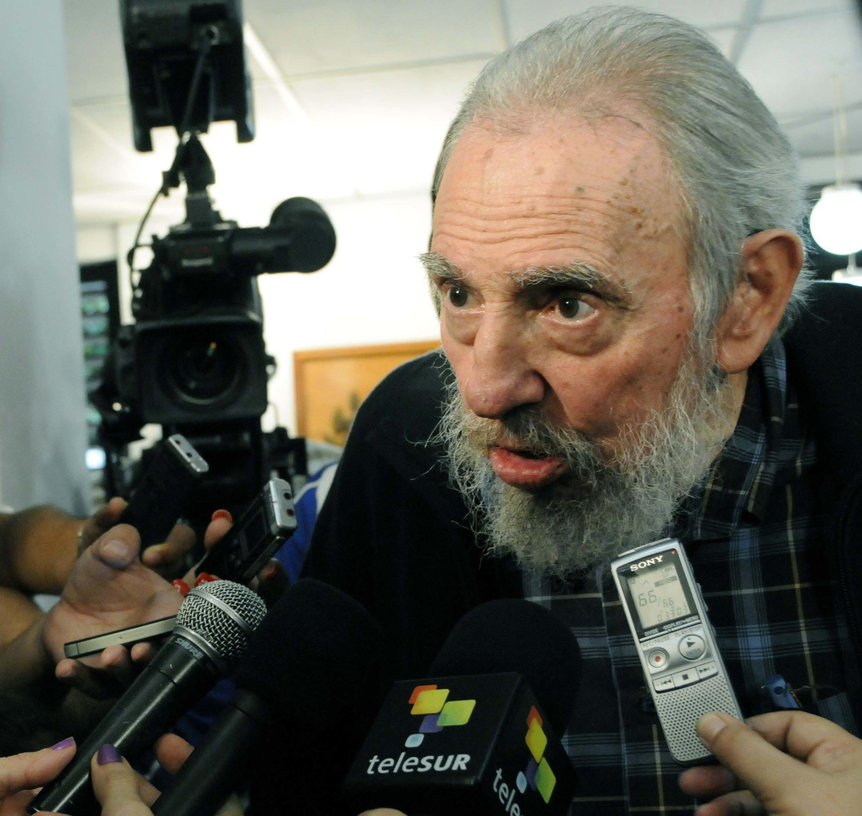 Fidel Castro fala com jornalistas durante eleições legislativas em 3 de fevereiro de 2013.