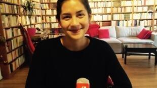 Nhà văn Line Papin trả lời phỏng vấn ban tiếng Việt đài RFI.