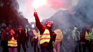 """Los """"chalecos amarillos"""" volverá el sábado 8 de diciembre a protestar contra el gobierno francés."""