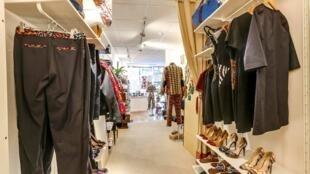 Une boutique Owl Paris avec des créations de la styliste franco-camerounaise Julienne Biyah.