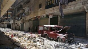 Integrantes do Exército Sírio Livre controlam neste domingo o bairro de Salaheddine, no sudoeste da cidade de Aleppo.