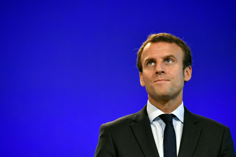 Emmanuel Macron, ancien ministre de l'Economie, lors de la passation de pouvoirs avec Michel Sapin, le 31 août 2016.