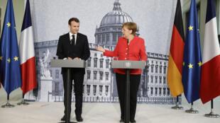 Эмманюэль Макрон и Ангела Меркель на совместной пресс-конференции в Берлине, 19 апреля 2018 года