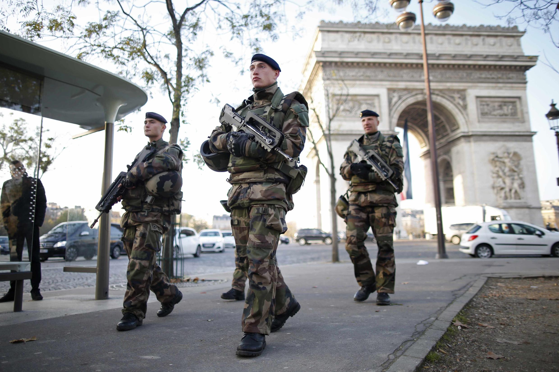 Восемь тысяч военных и полицейских мобилизованы для обеспечения безопасности в Париже