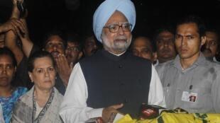 Le Premier ministre indien Mammohan Singh s'adresse aux médias le 14 juillet à Bombay.